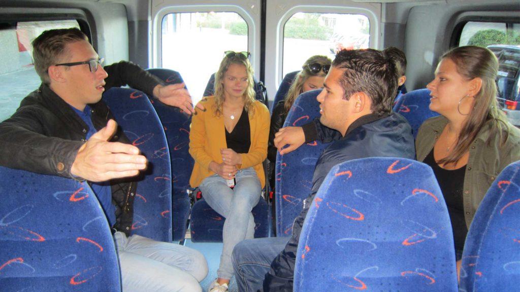 Allemaal in de bus